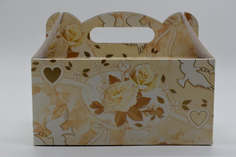 Paris Dekorace Krabička na výslužku krémová ozdoby